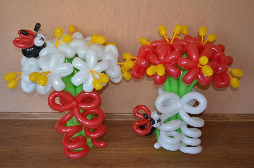 Букеты цветов с божьей коровкой из шаров
